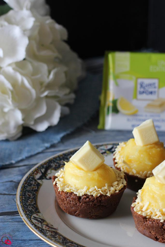 Ricetta crostatine biscotto con crema al limone e cioccolato bianco