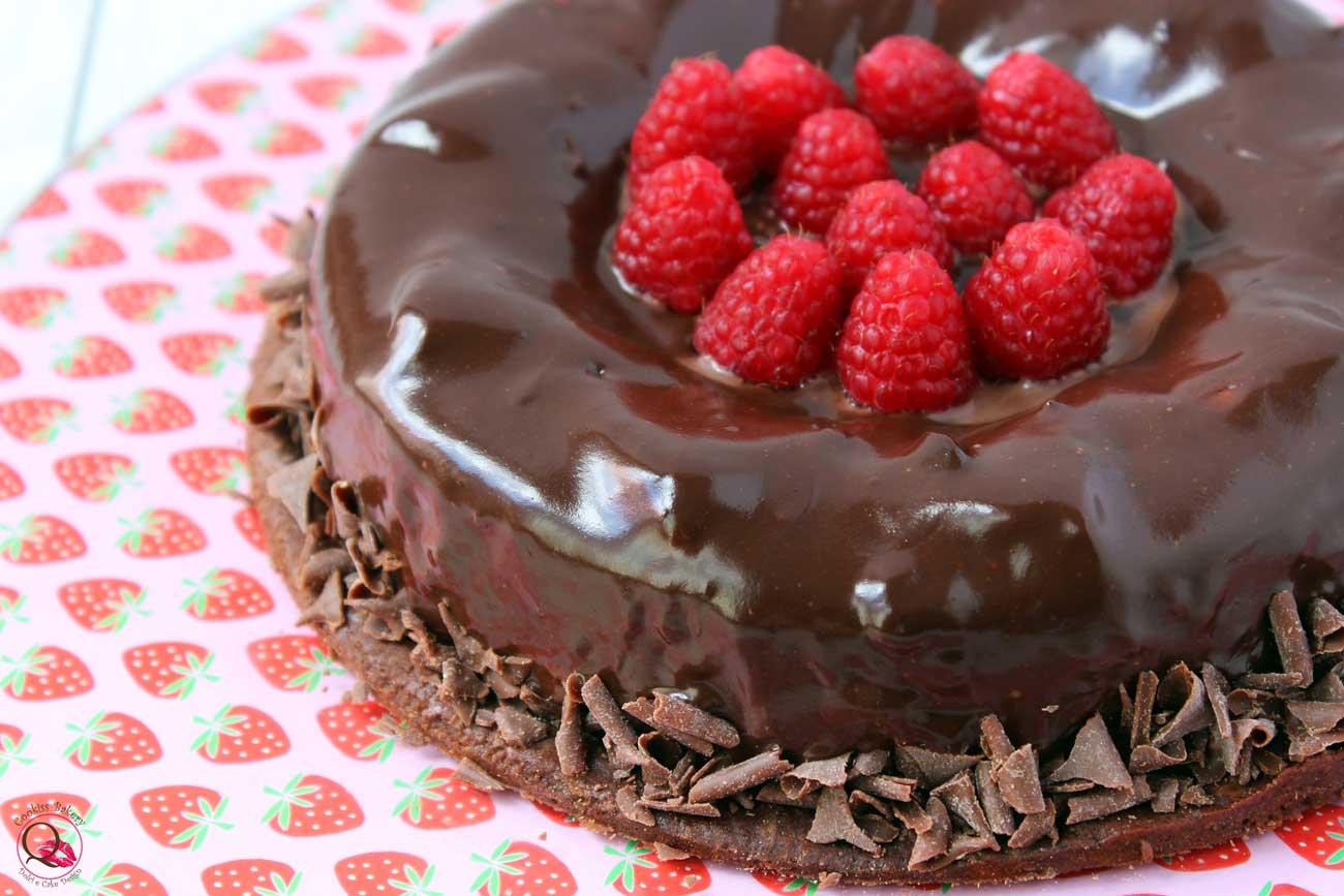 torta mousse cioccolato fondente lamponi particolare