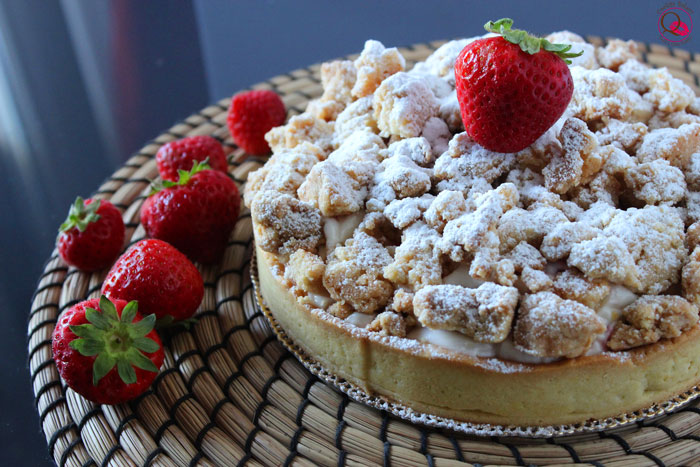 Crostata cheesecake alle fragole con crumble croccante