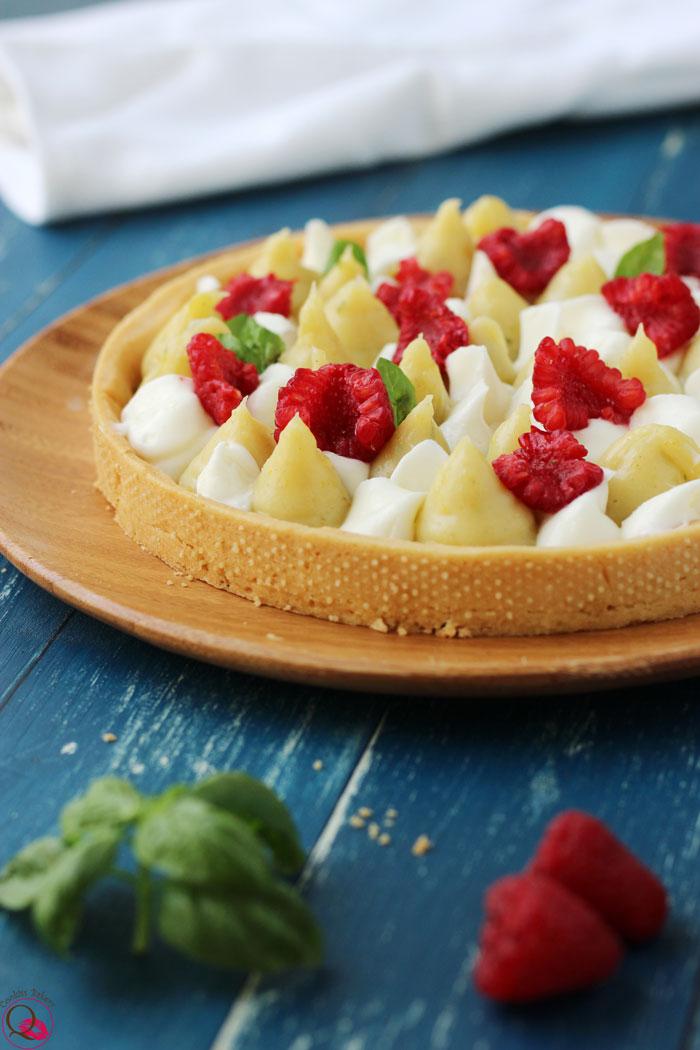 Crostata con crema al limone e basilico lontano