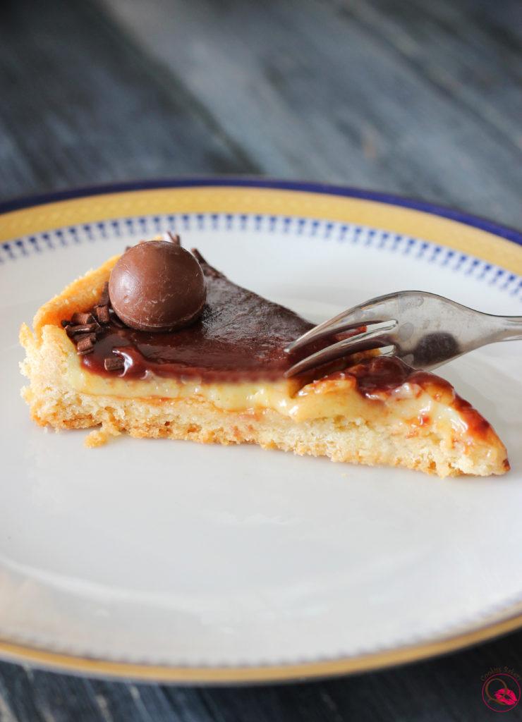 Crostata crema pasticcera e cioccolato fetta mangiata
