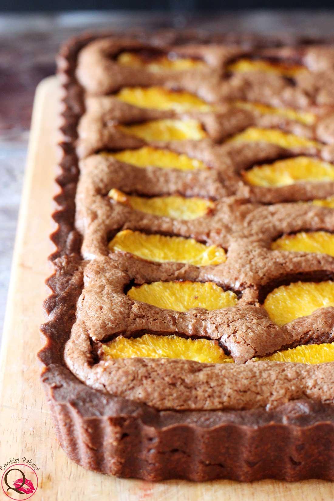 Crostata frangipane al cioccolato con arance caramellate senza farcitura