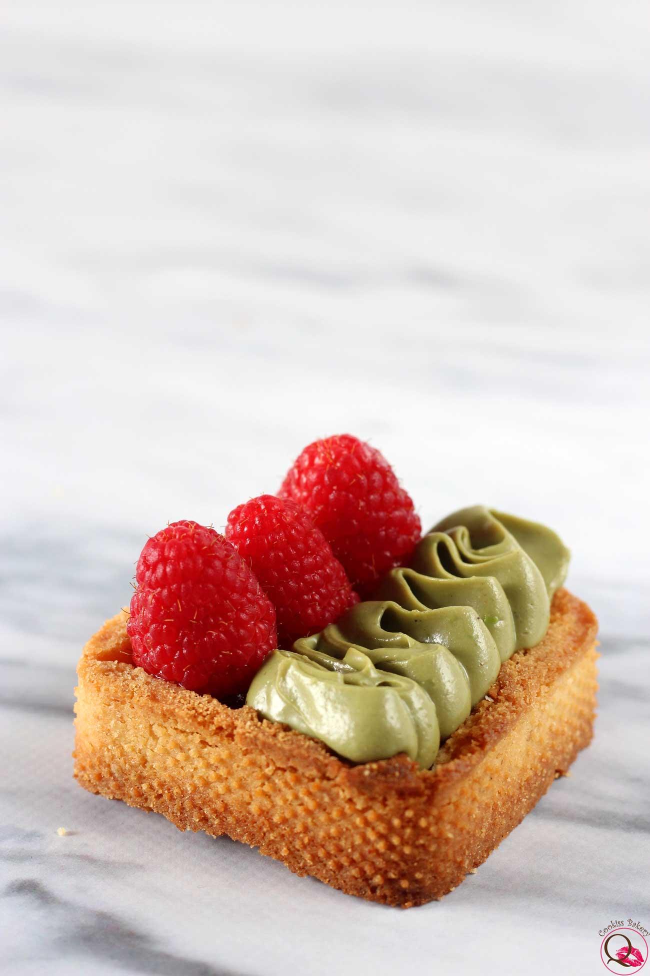 Crostatina ai lamponi e Nutella di pistacchio obliqua