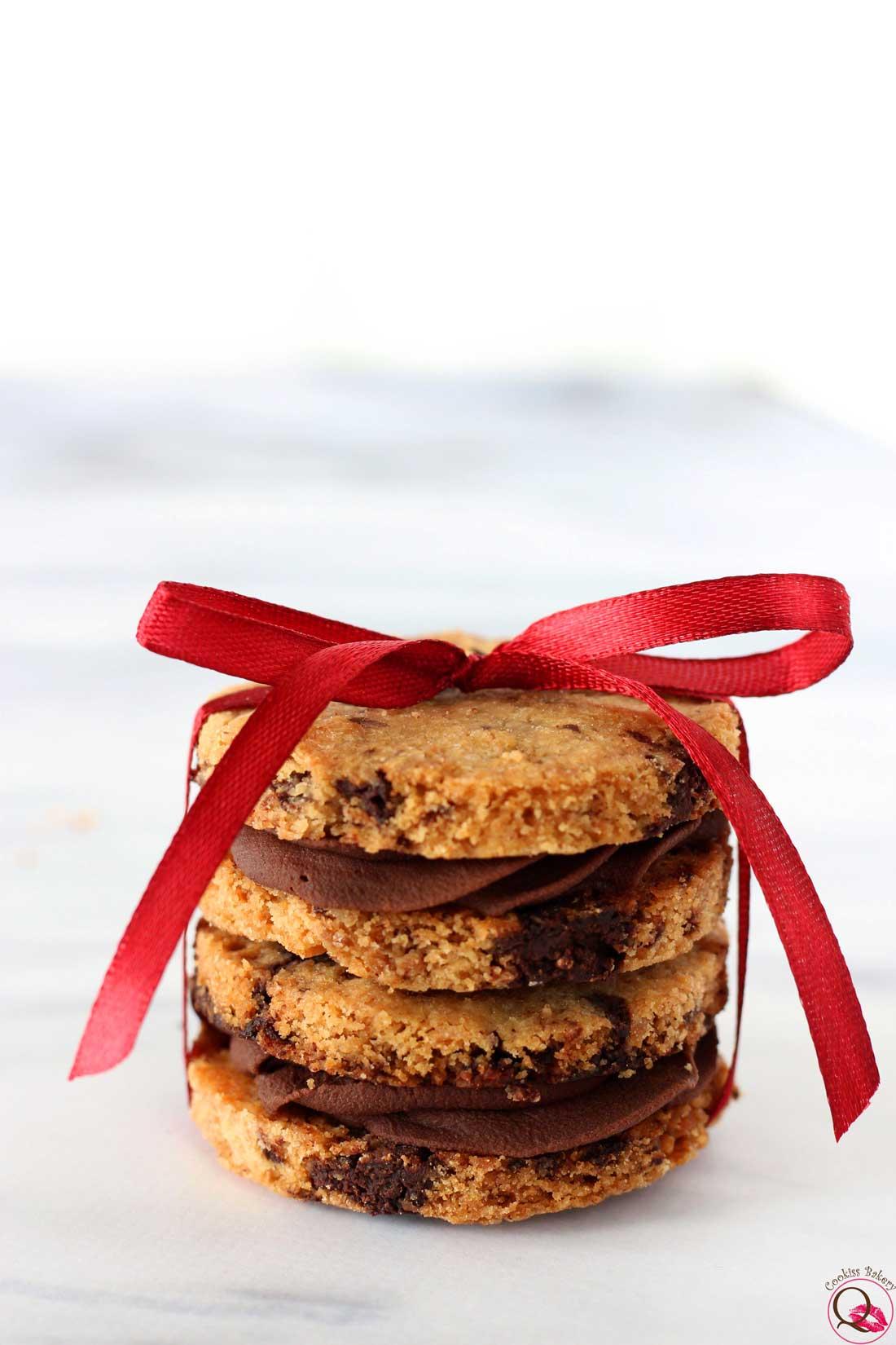 biscotto al burro con crema al cioccolato fondente fiocco regalo natale