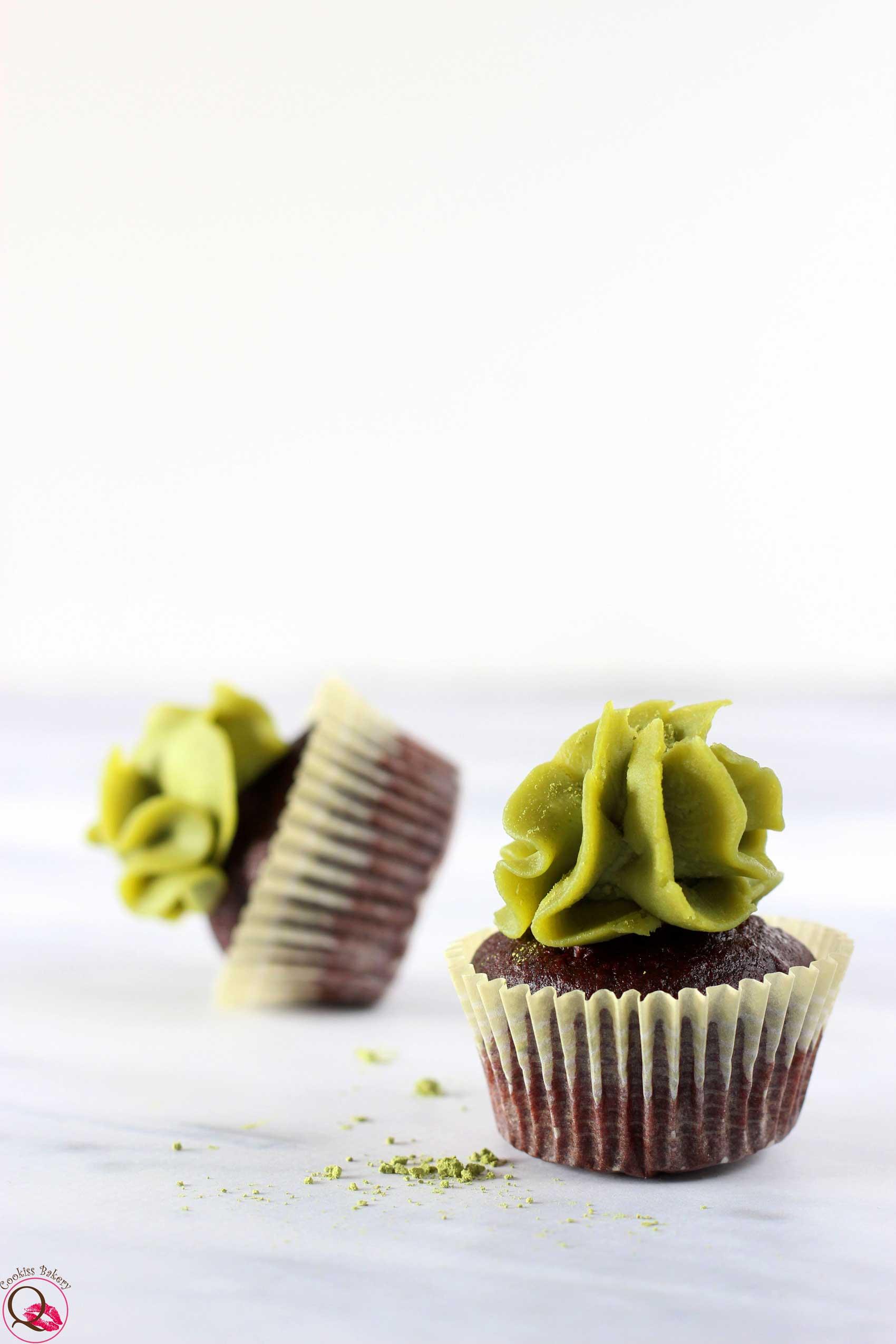 mini cupcakes al cioccolato fondente e Nutella di pistacchio caduto