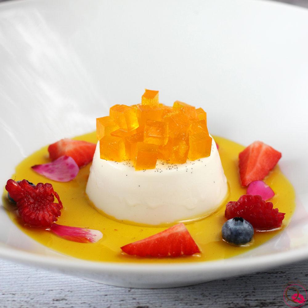 panna-cotta-classica-alla-vaniglia-con-arancia-zafferano