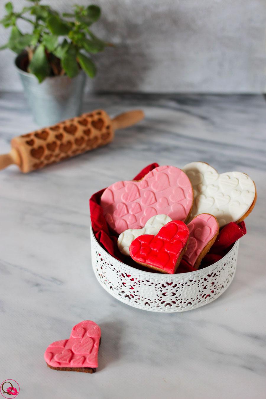 Biscotti-di-San-Valentino-decorati-a-cuore