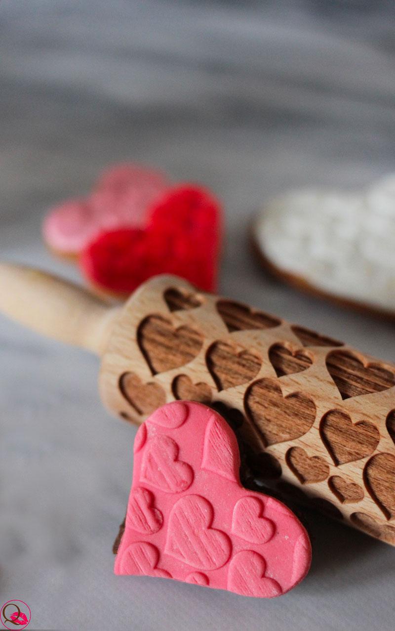 Biscotti-di-San-Valentino-decorati-a-forma-di-cuore-particolare