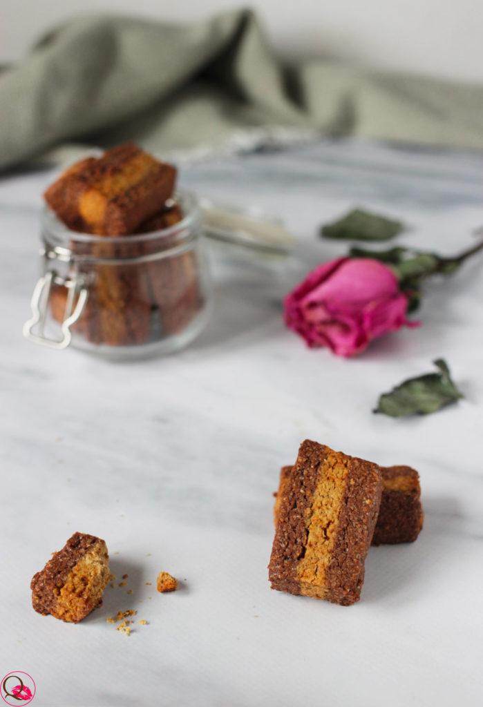 Biscotti-bicolore-al-cacao-e-integrali-spezzati