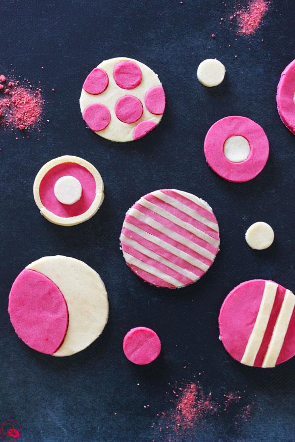biscotti-frolla-colorata-vicino