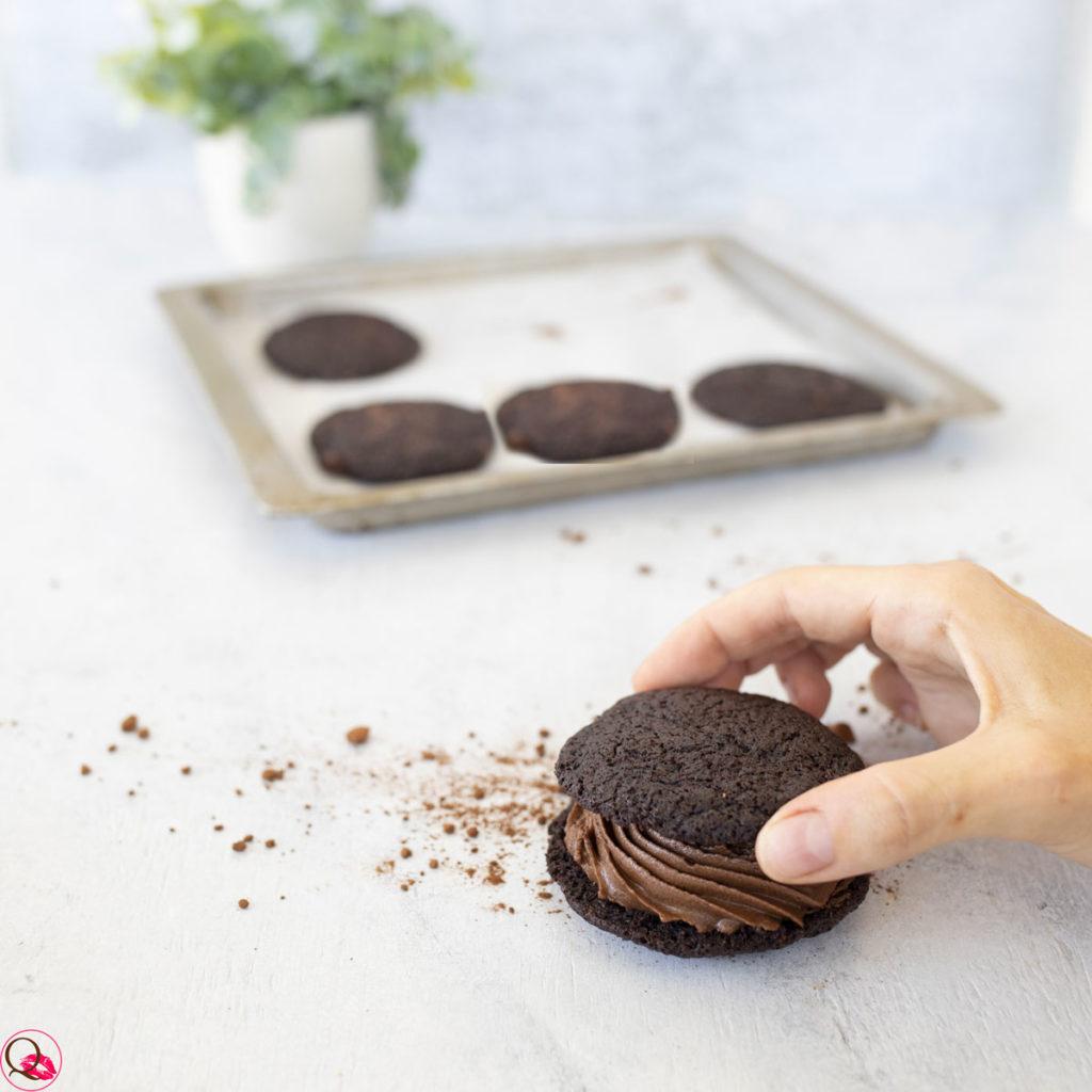 Sandwich-biscotto-con-mousse-al-cioccolato