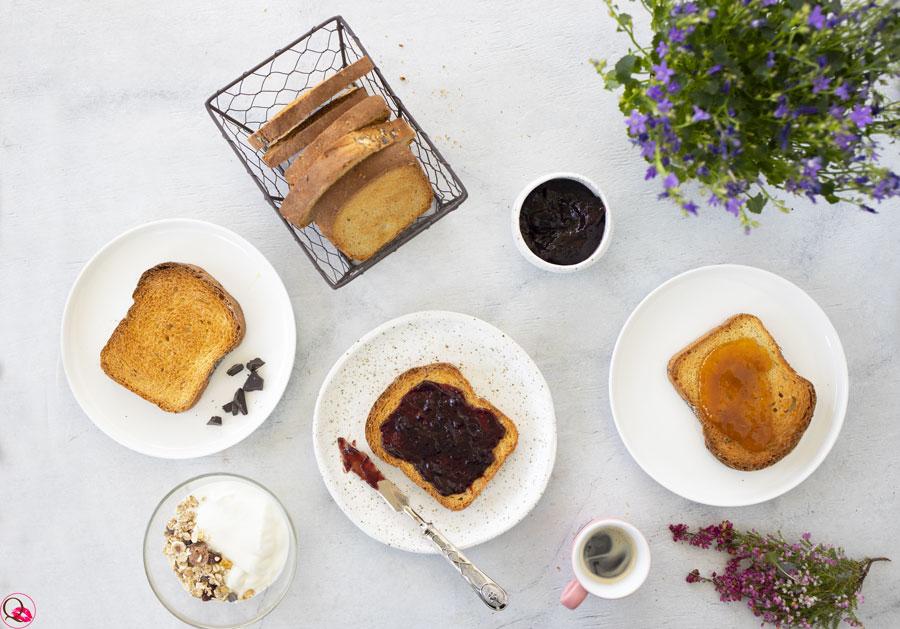 colazione-con-fette-biscottate-multicereali