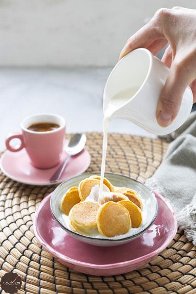 ricetta-cereali-di-mini-pancakes-con-latte
